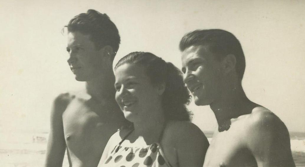 1947, Marcello con il fratello e la sorella