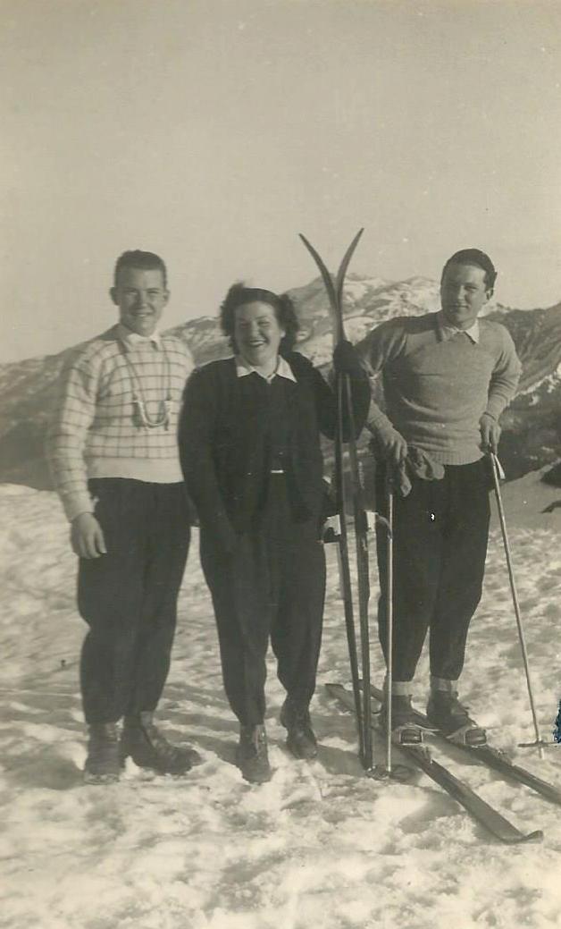 1948, Marcello con il fratello e la sorella